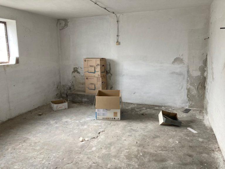 Üzlet, Iroda, besorolású,  lakóházzá minősíthető ingatlan eladó