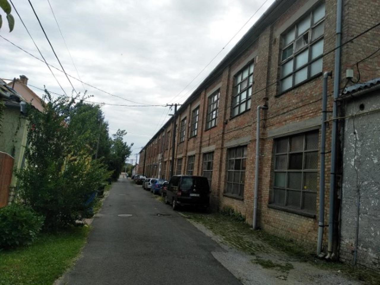 Mohácson ipari ingatlan eladó!